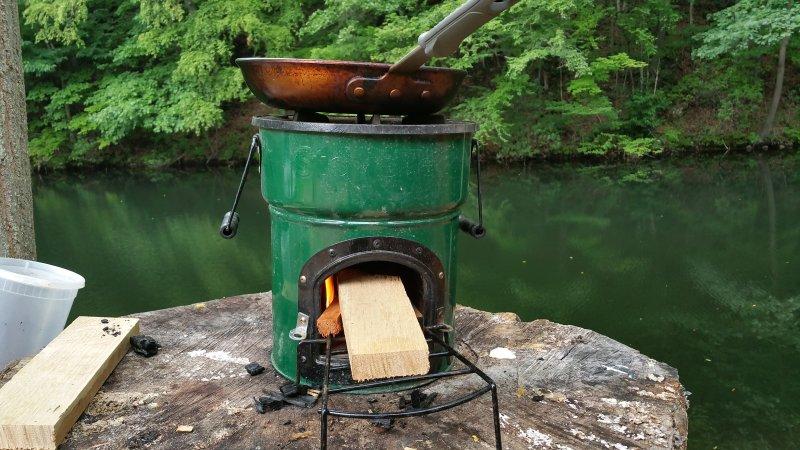 Foguete fogão usado para cozinhar.