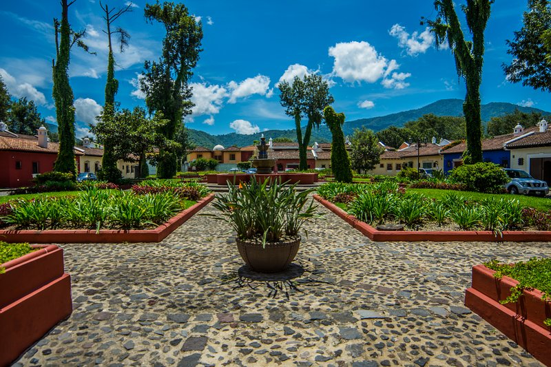 Denna vackra park, med fantastisk utsikt hälsar dig ... bara några steg från din dörr !!