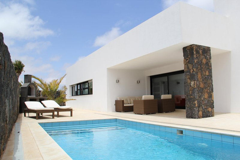 Villa Lujosa - 1.  LUXURY VILLA WITH PRIVATE POOL, vacation rental in Villaverde
