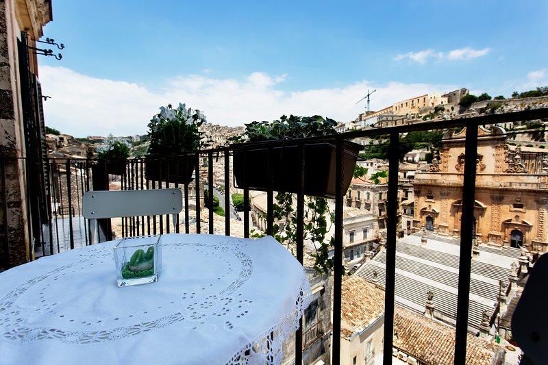 Ich bin glücklich, in einer Krippe Stadt zu leben, die Sie von den Balkonen Birullà genießen können ..
