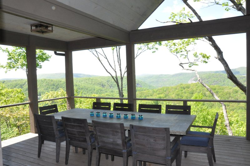 Long range mountain view with Outdoor Grill and TV