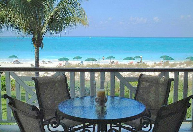 BEST OF ROYAL WEST .... OCEAN FRONT Premium Suite on Grace Bay, holiday rental in Providenciales