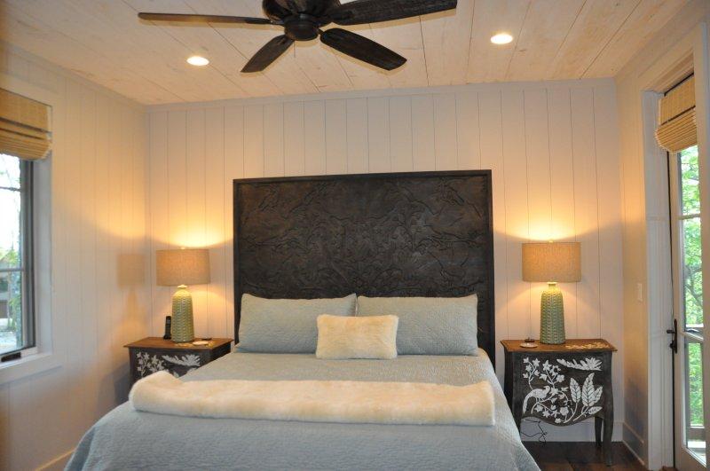 Dormitorio 2 w / rey colchón Tempur cama y balcón privado para dormir