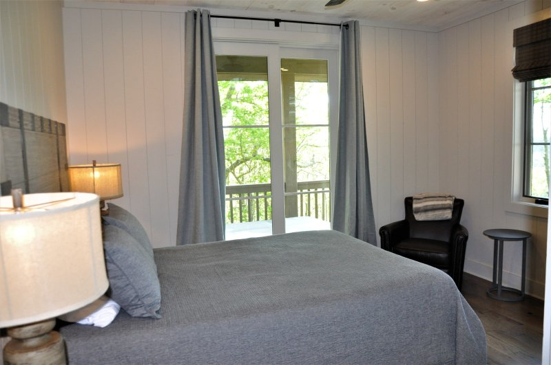 Dormitorio 3 w / colchón Queen Tempur y Balcón Privado