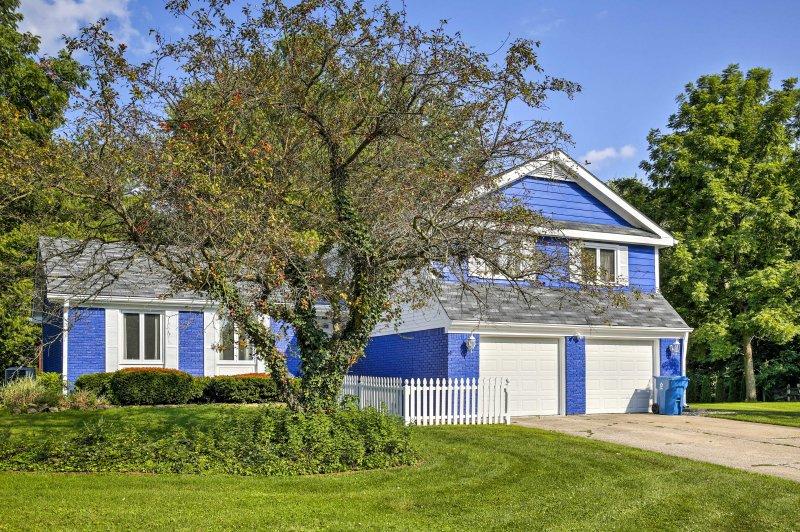 Dieses schöne Haus mit 3 Schlafzimmern und 2,5 Bädern bietet Platz für bis zu 8 Gäste.