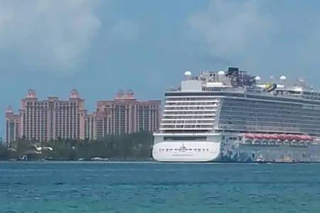 Cruise ship sailing from Paradise Island