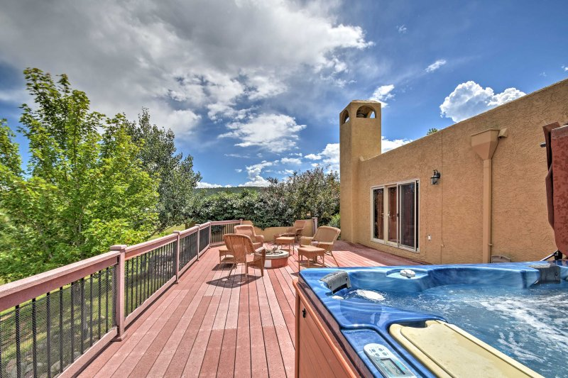 Find peace and quiet when you stay at this 2-bedroom, 1-bathroom vacation rental apartment in Larkspur.