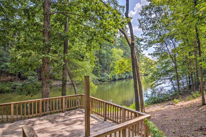 Desfrutar de excelentes vistas do belo Lago Catherine durante a sua estadia.