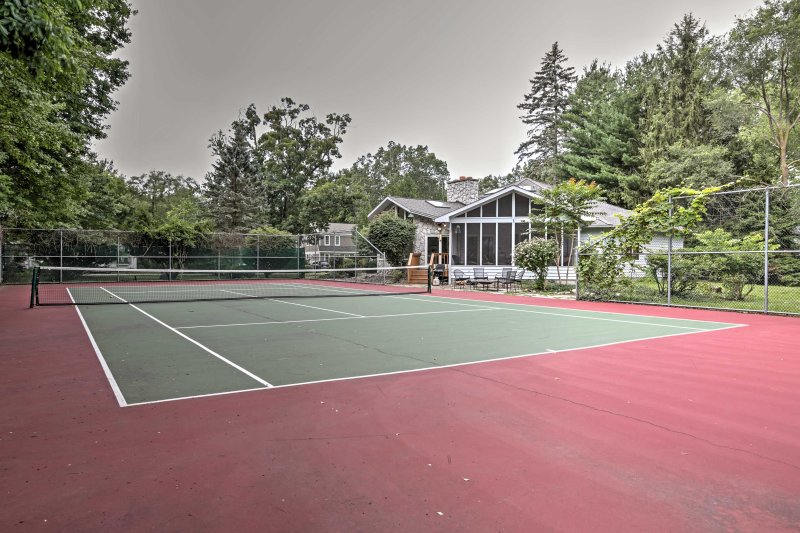 The full tennis court is perfect for friendly tournaments!