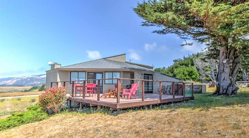 Enjoy unparalleled views of the ocean in this 2-bedroom, 2-bathroom vacation rental house perfect for a family getaway or couples retreat!