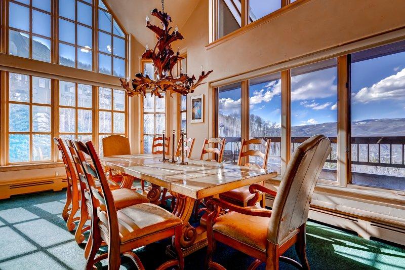 Scenic Penthouse Condo for 10, Ski In at Pines Lodge!, location de vacances à Beaver Creek