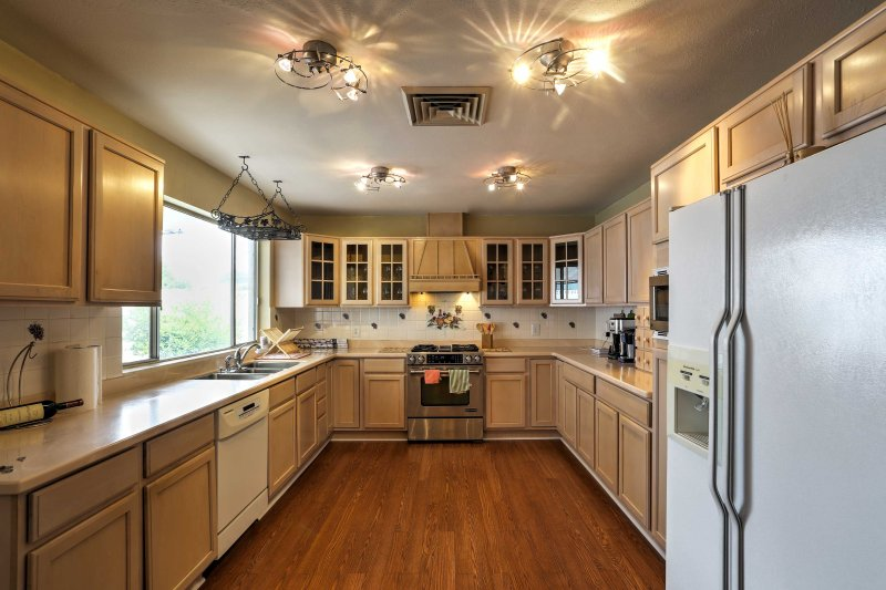 The kitchen comes complete with all your essential appliances and utensils.