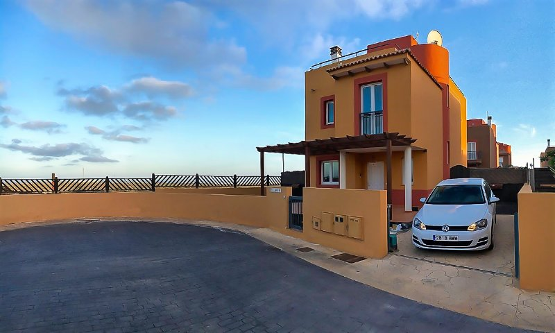 Villadunas (Fully Licensed), holiday rental in Corralejo