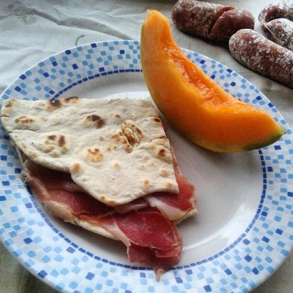 """Typical piadina with ham and melon! """"If the pida Parsot CLIA pis a bit 'but tot"""""""