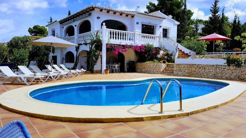 Casa Los Arcos, Pla Del Mar, Moraira - walking distance to town!, aluguéis de temporada em Moraira