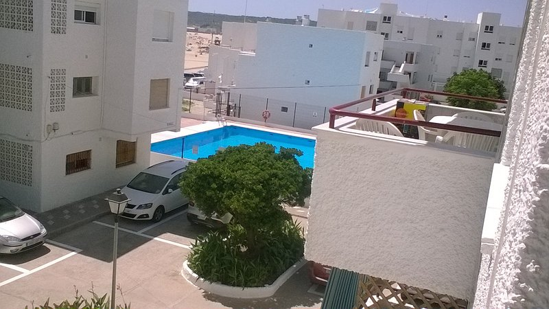 Piso en playa del Carmen para 6 personas con piscina y aparcamiento., alquiler de vacaciones en Barbate