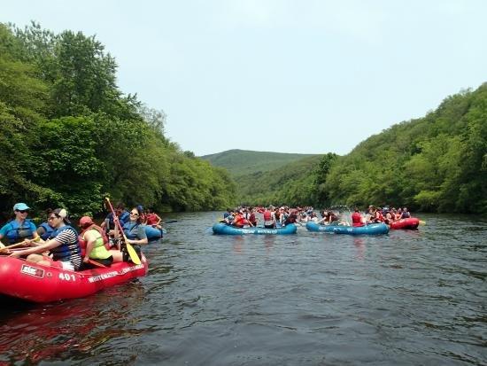 Rafting en el río Lehigh en Lehigh Gorge State Park (30 min en coche).