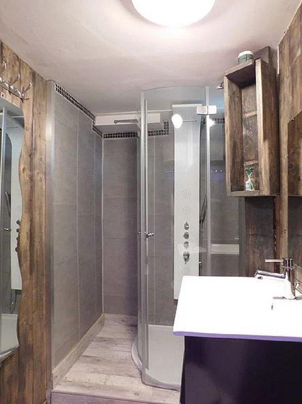 Bathroom with spa shower and toilet. All towels provided