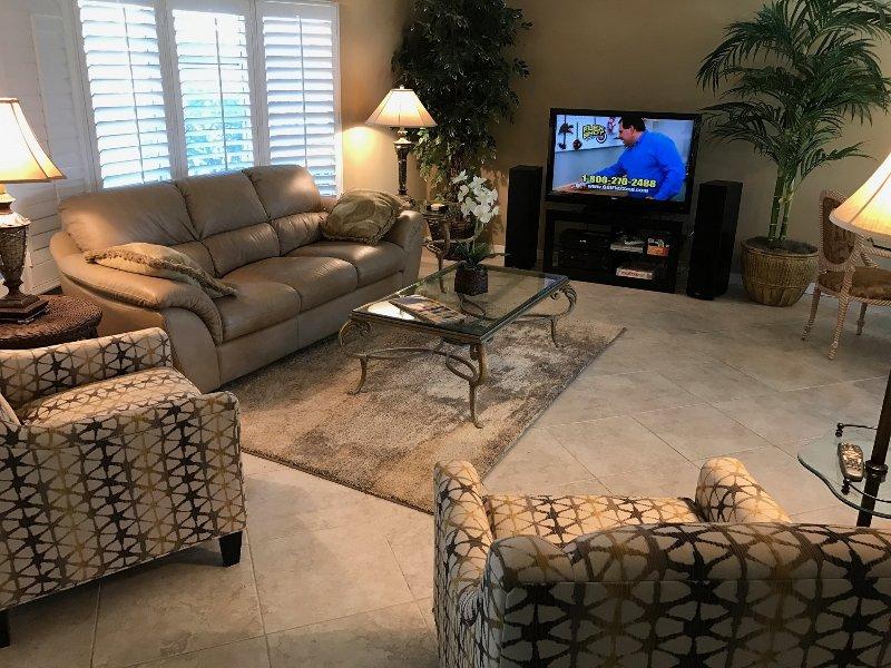 """New Living Room Furniture, 55"""" TV à écran plat, nouveau système X1 Xfinity (redémarrage / save / aller de l'avant des films"""