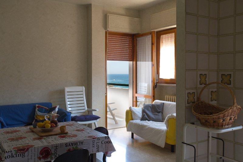 Appartamento a pochi metri dal mare, alquiler vacacional en Monopoli