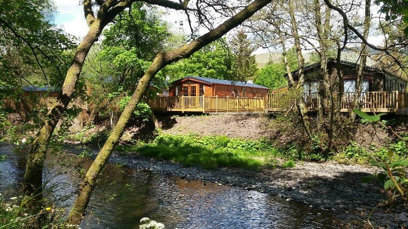 Niché sur les rives de la rivière Devon.
