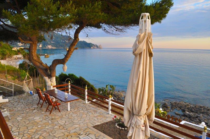 Beach House Rena, holiday rental in Agios Gordios