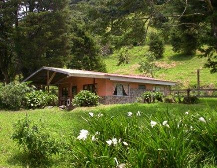 Farm Cabin in Monteverde Cloud Forest, holiday rental in Santa Elena