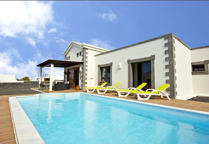 Villa con piscina en Playa Blanca, Lanzarote/Villa with pool in Lanzarote, location de vacances à Yaiza