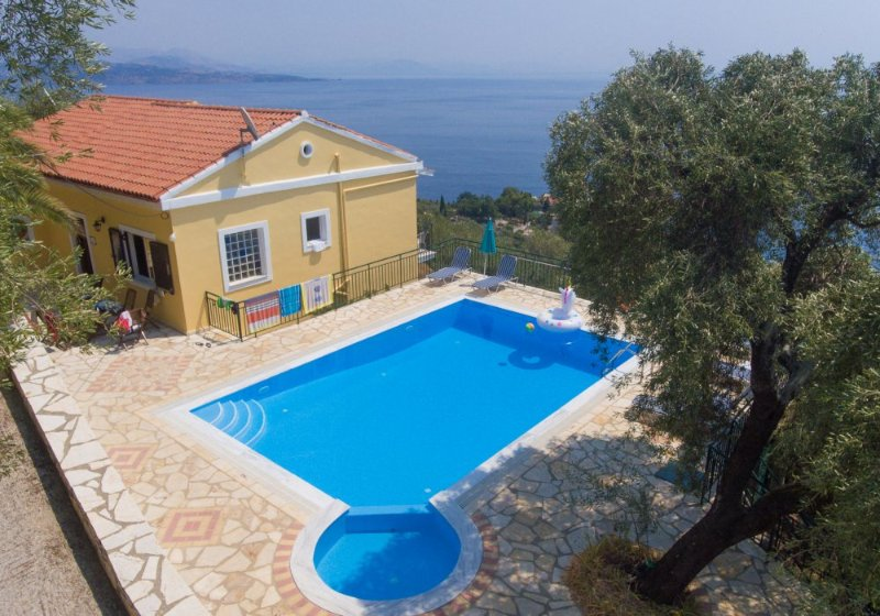 Villa with private pool and panoramic views