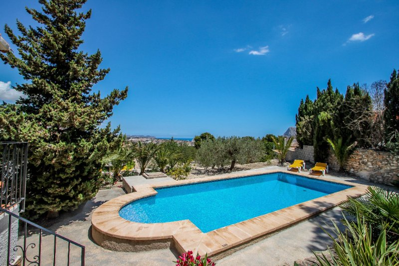Laura-29A - pretty holiday property with garden and private pool in Calpe, holiday rental in Calpe