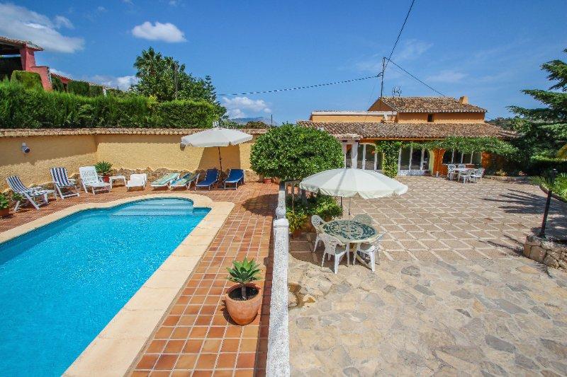 Finca Vicente - charming, Spanish finca style holiday villa in Teulada, aluguéis de temporada em Teulada