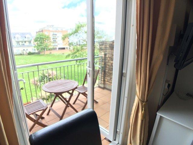 Bedford Holiday Apartments.  Studio Apt10 (Sea view from balcony), location de vacances à Paignton