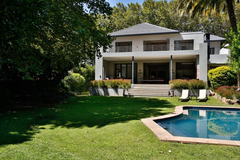 Beautiful spacious family home, holiday rental in Bishopscourt