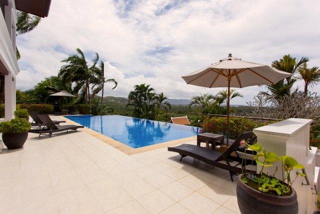 Vichuda Hills 4BR Villa - Layan Beach, vakantiewoning in Nai Thon