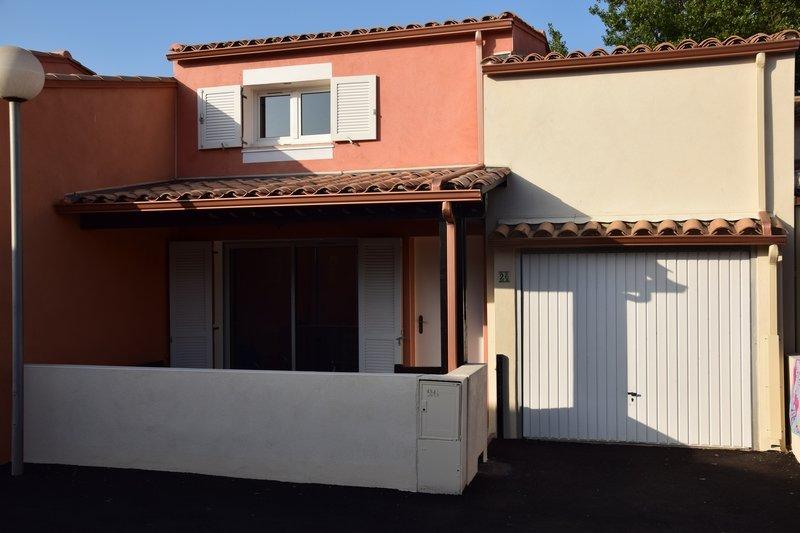Villa au calme avec terasses et piscine, holiday rental in Cap-d'Agde
