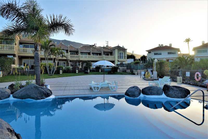 Lovely holiday apartment with pool, Wi-Fi + garage Free, holiday rental in Puerto de la Cruz