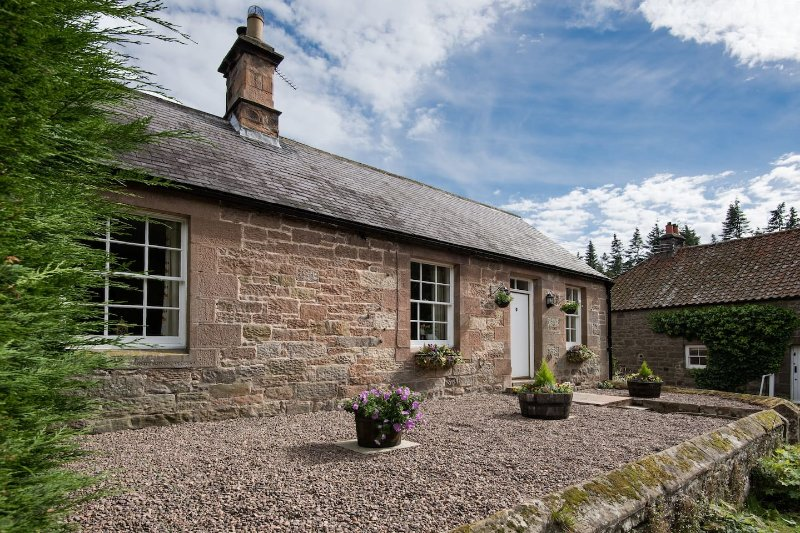 4-star c19 Cottage on Private Country Estate, vacation rental in Chatton