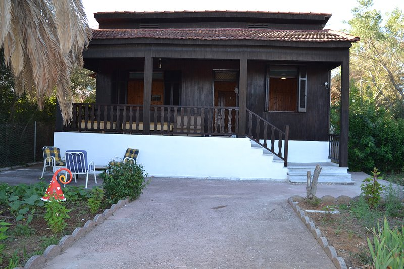 Rustic country house in Nea Michaniona, Thermaikos, 30 km from Thessaloniki – semesterbostad i Mesimeri