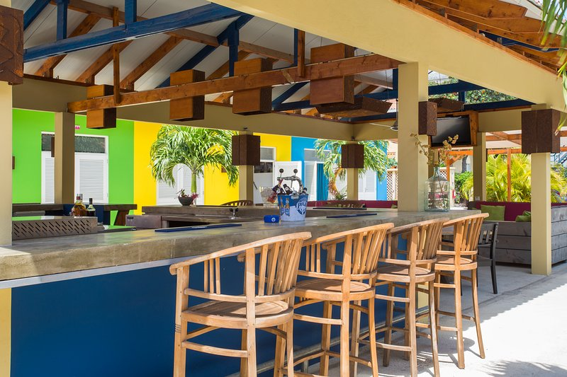 Palapa bar & lounge