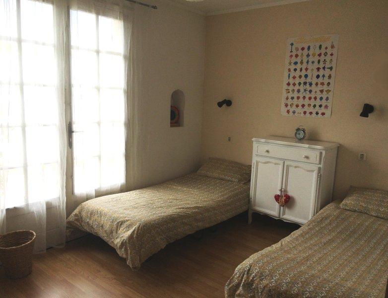 O quarto quarto: um quarto twin ideal para duas crianças ou dois singles.