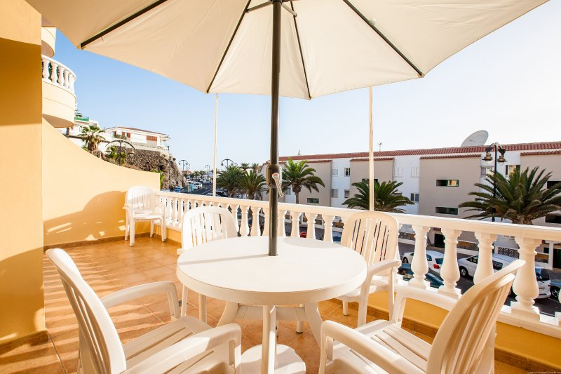 Ocean front family place in Playa La Arena with WIFI, vacation rental in Guia de Isora