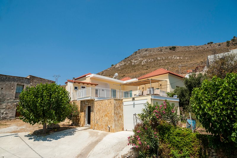 Keep calm and come to Crete, cousy house in Kolymvari Crete, holiday rental in Platanias