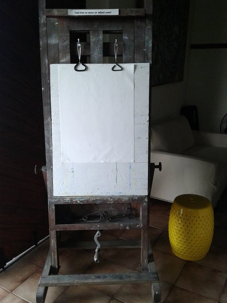 Easel for creating your own island-inspired artwork!
