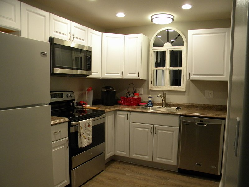 Fully equipped kitchen with dishes/cookware, toaster, Keurig and more.
