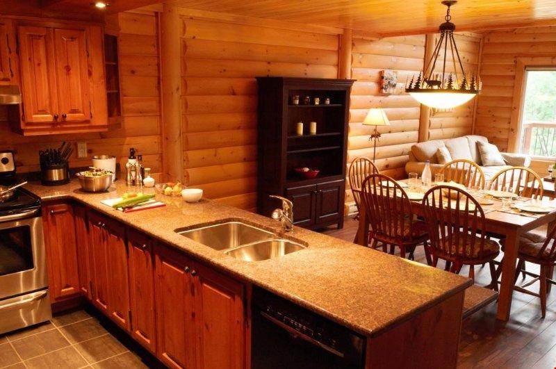 Prepare las comidas en la privacidad de su propia suite con la moderna cocina totalmente equipada.
