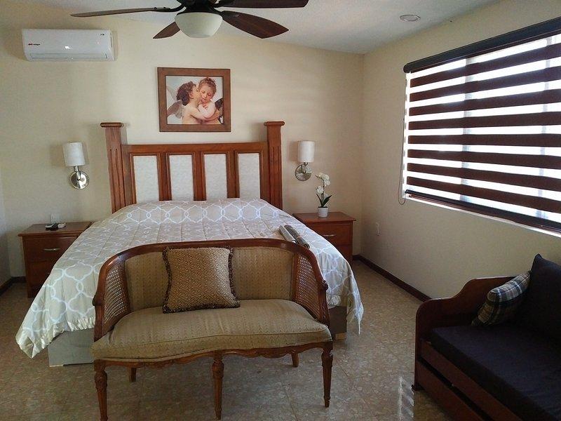 Dos camas individuales que se puede configurar ya sea todos juntos en una cama de matrimonio o separadas