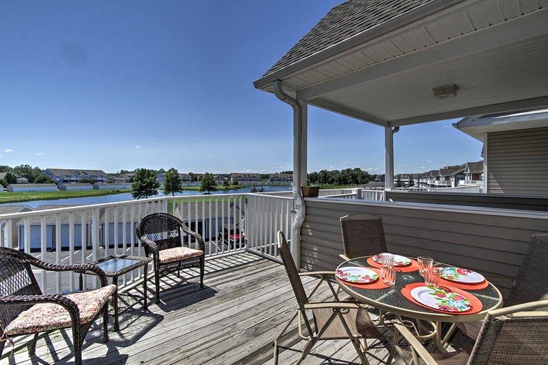 Ocean View Condo by Bethany Beach w/ Balcony!, holiday rental in Oak Orchard