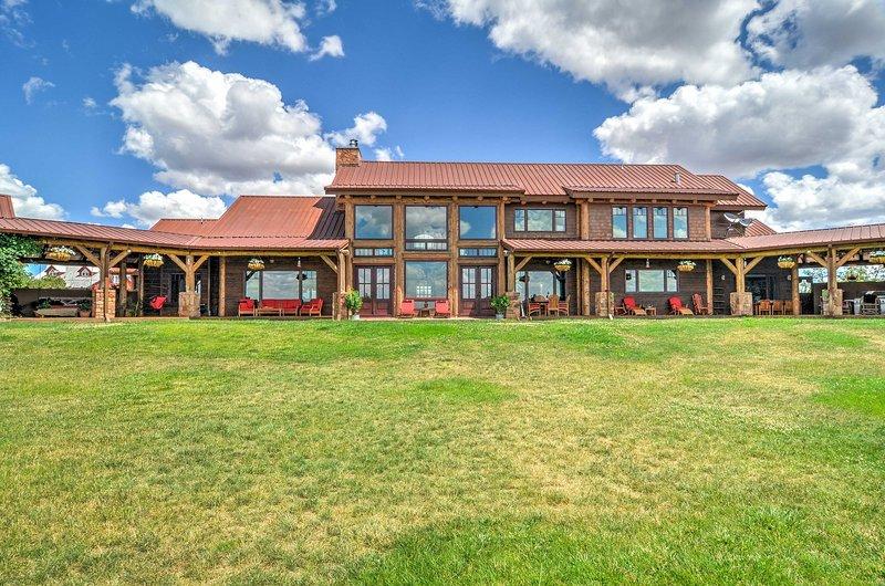 'Blame Her Ranch' é um alastrando 9-bedroom, 9-bath Ribera férias rancho!