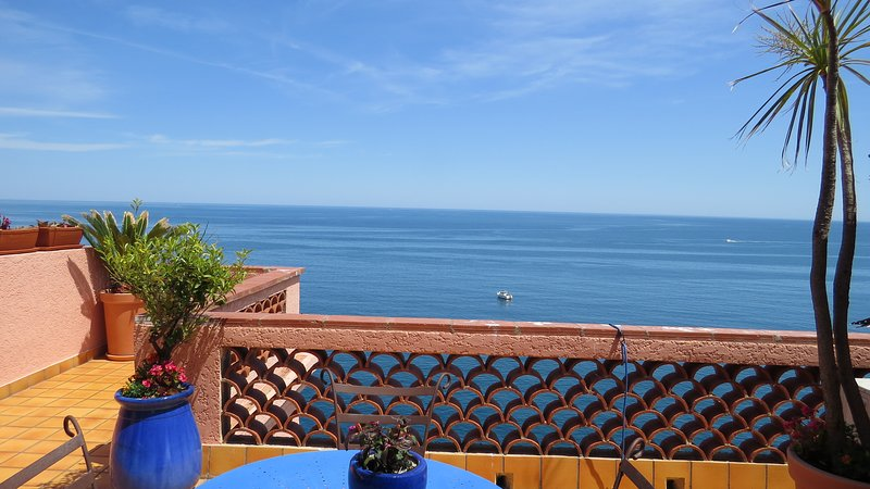 Amplia terraza sin frente a la vida, vista magnífica del mar