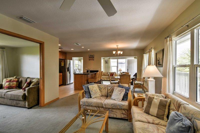 Votre prochaine escapade sur la côte du golfe commence avec ce condo de vacances de 2 chambres à coucher et 2 salles de bains à Englewood.